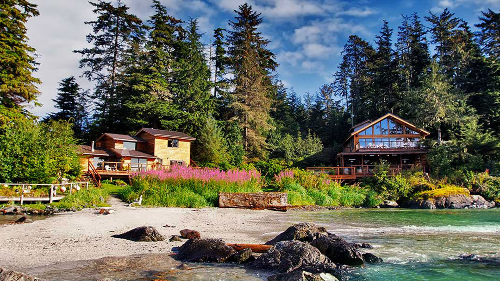 EXTRAORDINARY-ALASKA'S NUMBER 1 RATED FISHING RESORT